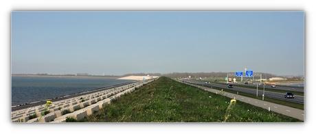 De nieuwe iconische Afsluitdijk . .