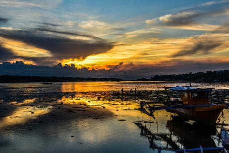 Avond valt Panglao en Bohol