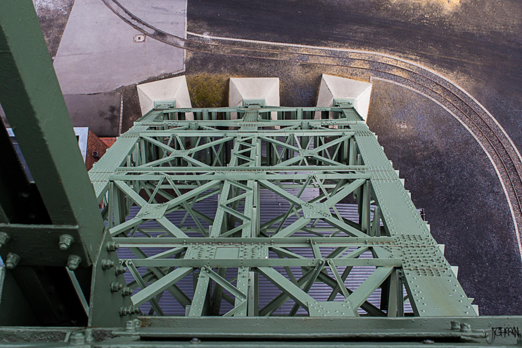 Upside Down - Zeche Zollern, Duitsland  Deel van de staalconstructie van de mijnschachttoren. - foto door oostindienjp op 20-04-2013 - deze foto bevat: toren, mijn, duitsland, down, mijnschacht, staalconstructie, upside, Zeche Zollern