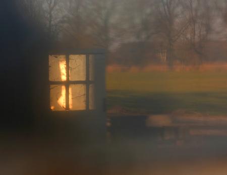 DSC_1573 Kleine raampje. - Met klein beetje licht. - foto door edu-1 op 08-03-2021 - deze foto bevat: abstract, licht, bewerkt, nostalgie