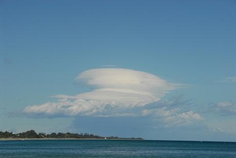 wolken aan het strand