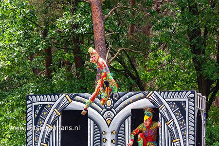 Fotofiar 2019 Acrobaten - 20190525 9862a Fotofiar 2019 Acrobaten - foto door fritskooijmans op 25-06-2019 - deze foto bevat: portret, model, springen, straatfotografie, acrobaat, Beekse bergen, fotofair, 2019