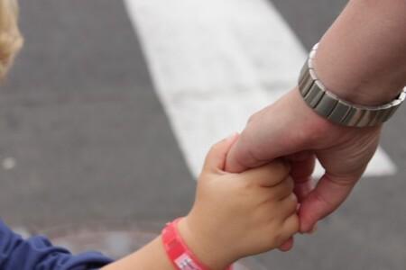 Doorgeven toekomst - Gezellig hand in hand - foto door smorrie op 02-10-2011 - deze foto bevat: toekomst