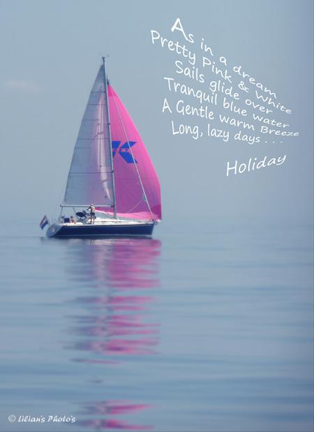 Hoogtijdagen - Vakantie. Wij varen ergens buiten het kust van Belgie en kon een beetje meer wind gebruiken; maar niet getreurd - het is prachtig zomer's weer.  Luc - foto door Lilian2010 op 20-08-2013 - deze foto bevat: lucht, zee, water, pink, wind, vakantie, zeilboot, sun, zeilen, noordzee, droom, 210