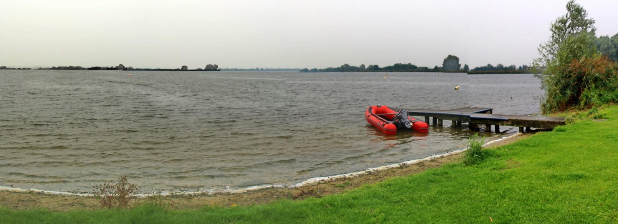 Panorama Reeuwijkse Plassen - - - foto door fotohela op 29-10-2020 - deze foto bevat: lucht, dijk, panorama, natuur, licht, boot, herfst, landschap, meer, reeuwijk, polder, plas, reeuwijkse plassen - Deze foto mag gebruikt worden in een Zoom.nl publicatie