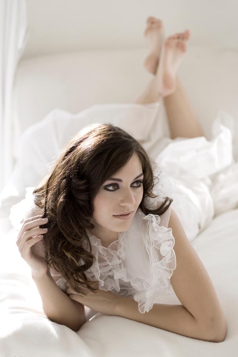 Majel en wit 2 - En dit is er ook eentje uit de serie.  Gr. Diana - foto door diana2206 op 18-10-2008 - deze foto bevat: wit, portret, model, wedding, suite, diana2206, majel