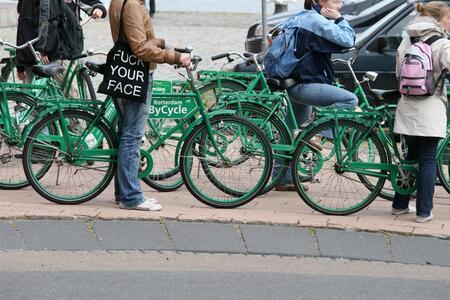 fuck your face - Voor een studieopdracht (beginners digitale fotografie)gemaakt. Opdracht was groen in de stad. Is dit wat? - foto door glimmend op 07-06-2009