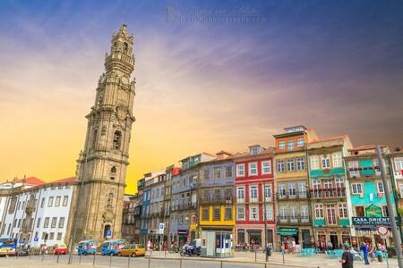 Clerigos toren - De Clerigos toren in Porto  [url]https://dvdwphotography.com/2019/06/04/porto-a-small-selection/ [/url]  [url]https://www.facebook.com/DVDWphotog - foto door dennisvdwater op 05-06-2019 - deze foto bevat: licht, avond, reizen, kerk, gebouw, stad, porto, toren, portugal, hdr, clerigos