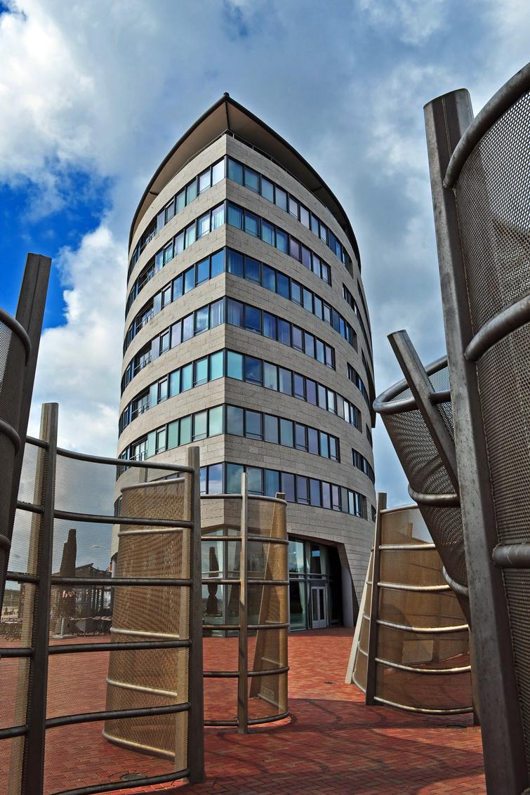 De Strandveste - De Strandveste is een woongebouw op de boulevard in Vlissingen. Het gebouw is 26 meter hoog, telt 9 verdiepingen en heeft 32 appartementen. Het is ge - foto door Jonathan1979 op 09-09-2014 - deze foto bevat: gebouw, vlissingen, boulevard, strandveste