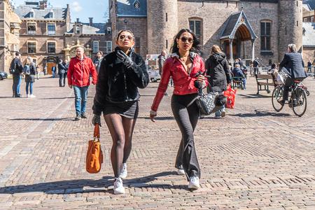 Den Haag 8 - XXX - foto door Jaap93 op 16-04-2021 - locatie: Den Haag, Nederland - deze foto bevat: den haag, fabriek, band, gebouw, straatmode, infrastructuur, mens, wiel, bagage en tassen, mode, reizen