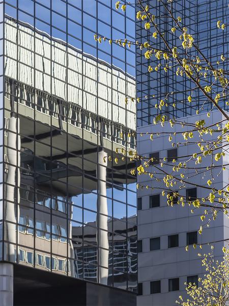Lente in Rotjeknor - Afgelopen vrijdagavond ben ik weer eens Rotterdam in geweest. Na uiteraard een tijd bezig te zijn geweest met de fish=eye kwam ik op een punt op het  - foto door ronab op 12-04-2021 - locatie: Weena, Rotterdam, Nederland - deze foto bevat: weena, rotterdam, le, lente, lijnen, spiegeling, gebouw, rechthoek, torenblok, architectuur, stedelijk ontwerp, condominium, samengesteld materiaal, materiële eigenschap, facade, commercieel gebouw