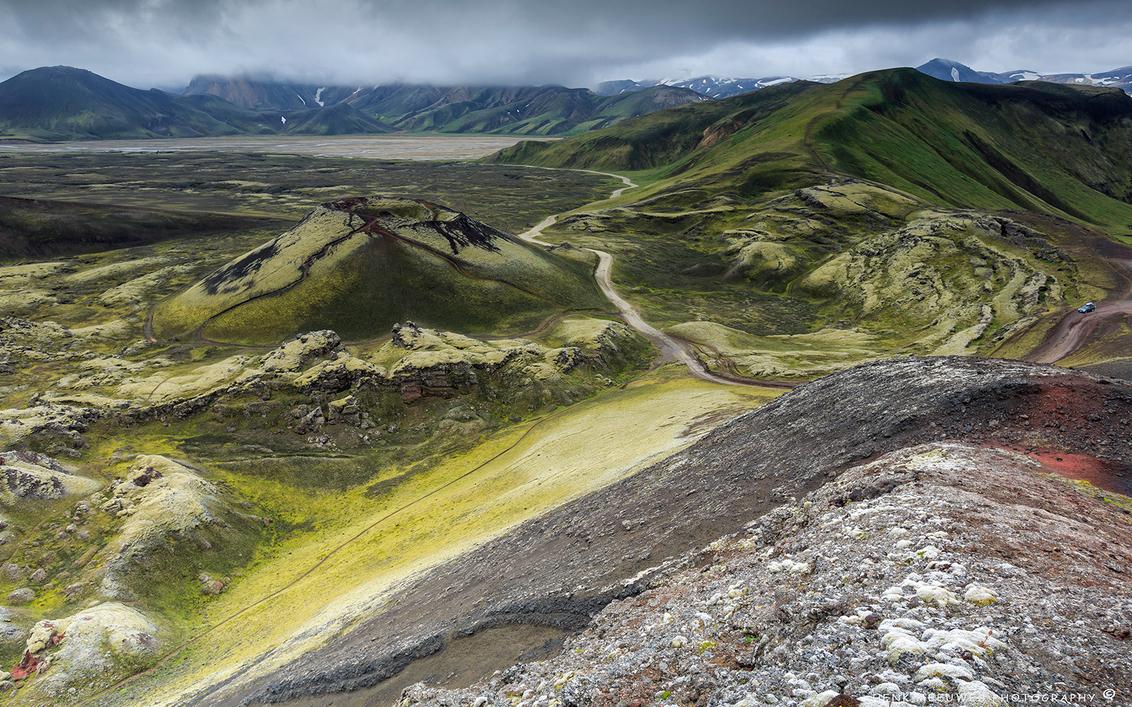Taking an adventurous road by car in Iceland - Een prachtige avontuurlijke rit door het binnenland van IJsland. Ik heb hier met opzet de auto meegenomen in de compositie om de grootheid de benadr - foto door h.meeuwes op 02-01-2020 - deze foto bevat: landschap, ijsland, bergen, avontuur, weg, vulkaan, binnenland