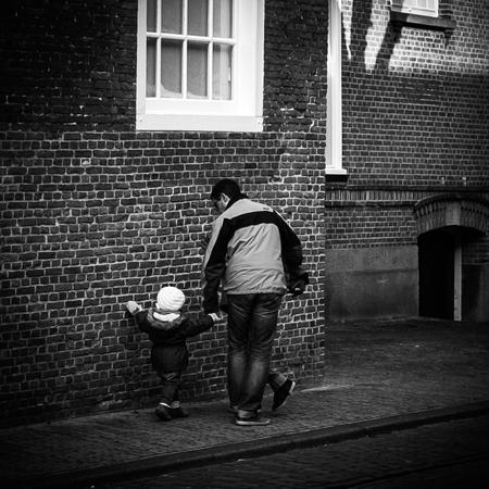 * The third leg * - Het is alweer even geleden, maar toch iedereen bedankt voor alles bij mijn laatste upload! - foto door AriEos op 02-11-2020 - deze foto bevat: man, straat, stad, meisje, jongen, zwartwit, beweging, straatfotografie