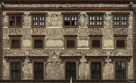 Pilsen - Het Stadhuis - Dit renaissance stadhuis, dat in de jaren 1554 - 1559 gebouwd is naar een ontwerp van de Italiaanse architect Giovanni de Statia behoort tot de aller - foto door kosmopol op 23-09-2011 - deze foto bevat: gevel, tsjechie, pilsen, kosmopol