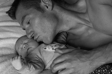 Teder - Liefde van vader naar dochtertje - foto door hennelies op 19-09-2016 - deze foto bevat: baby