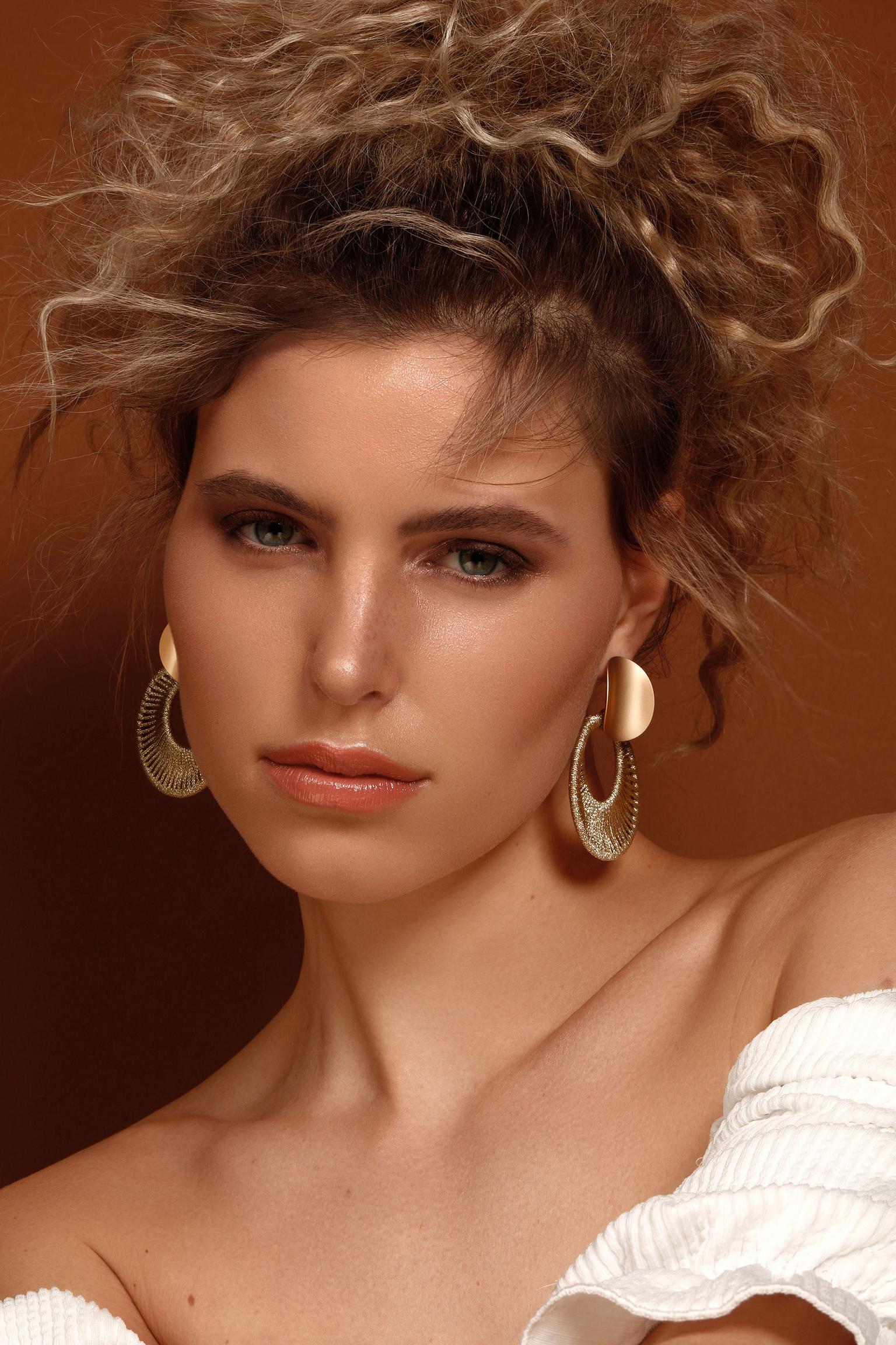 Beauty Ieke - Fotografie: Karin van Berkel Visagie: Greanne Carty Model: Ieke @ De Boekers - foto door karinvanberkell op 11-04-2021 - locatie: Breda, Nederland - deze foto bevat: gezicht, huid, lip, kin, wenkbrauw, schouder, oog, wimper, lippenstift, mode