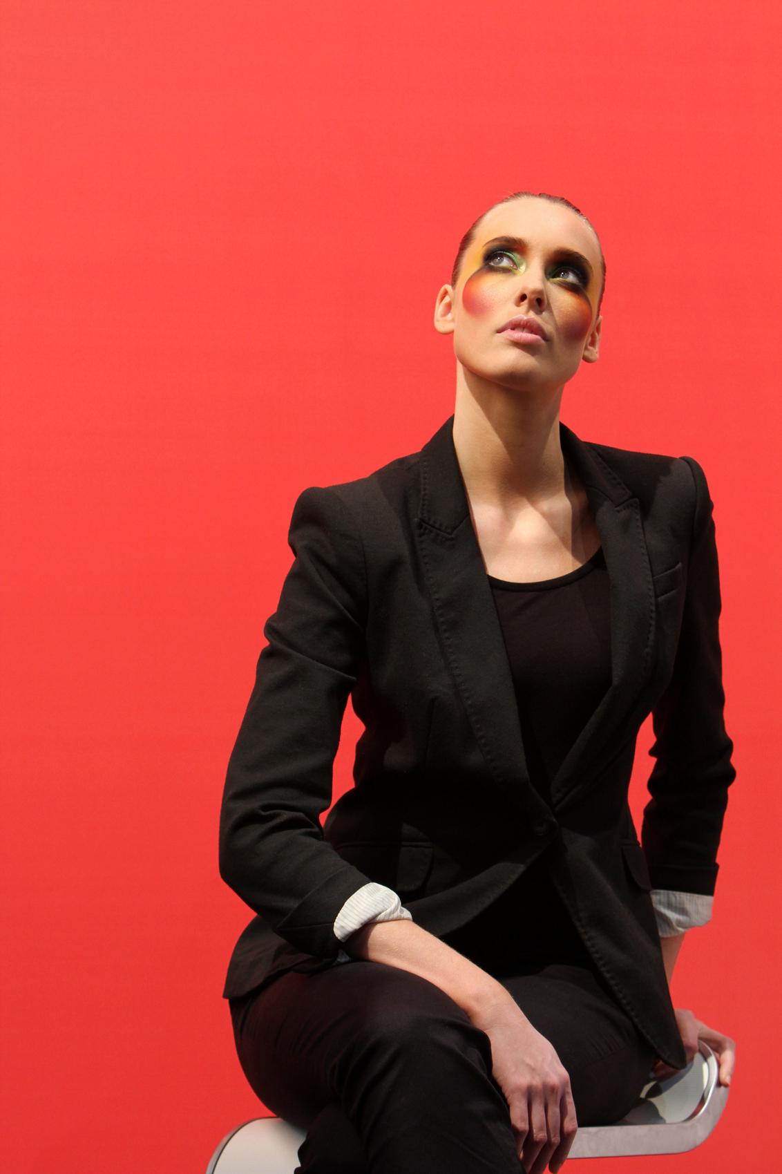 The lady in red - Het model bij Canon; foto genomen op zondag. - foto door jeroenwesterhout op 30-12-2010 - deze foto bevat: model, canon, zoomexperience