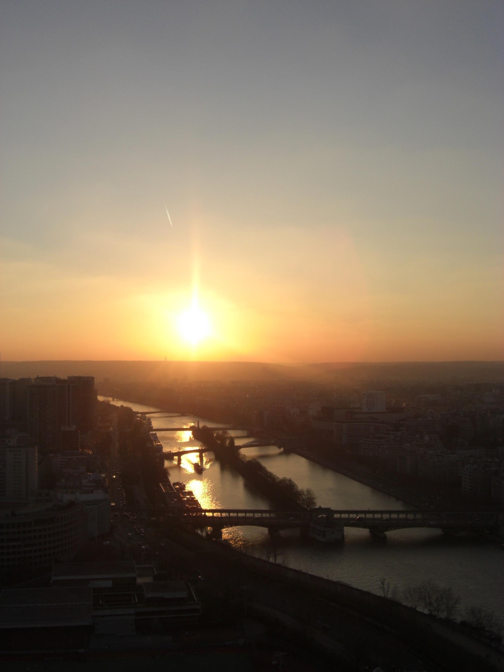 Sunset from the Eiffel Tower - - - foto door VivianStyle0 op 17-07-2009 - deze foto bevat: tower, sunset, eiffel - Deze foto mag gebruikt worden in een Zoom.nl publicatie