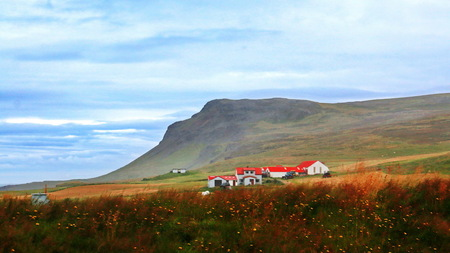 IJsland -7- - - - foto door fotohela op 19-09-2019 - deze foto bevat: lucht, wolken, water, panorama, natuur, licht, landschap, ijsland, bergen, kust, fjord, huisjes, iceland, bakkagerdi