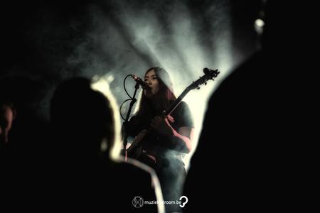 Wanthanee - 1 van de mooiste stemmen die België te bieden heeft. - foto door deanXphotography op 30-10-2017 - deze foto bevat: licht, artiest, gitaar, optreden, concert, muzikant, kracht, zangeres, feest, live, concertfotografie, podium