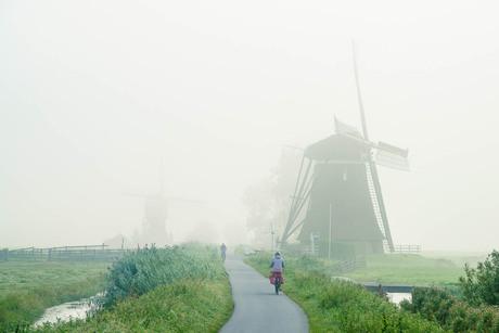 Fietsen in een Hollands landschap
