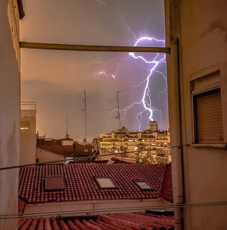 Spectaculaire bliksemschicht in Madrid