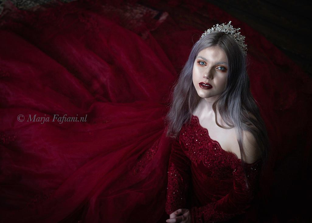 Fantasy - Model: Juno van Elk - foto door fama01 op 17-02-2020 - deze foto bevat: vrouw, rood, portret, model, fantasy