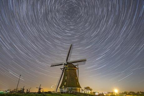Star Trail bij de molenviergang in Aarlanderveen