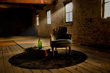 Een stoel op zolder