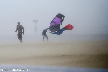 Strand IJmuiden tijdens oktober storm 28-10-2013