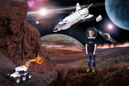 Op de maan met de Maanlander - Aryen was hier een uitstapje aan het maken met zijn astonautenvriendjes  naar de maan. Niet zomaar een maan, de 2e maan van de planeet Pern. De Rode  - foto door LegoUniverseAryen op 15-04-2021 - deze foto bevat: lego, kunst, digitale kunst, bewerking, fotomanipulatie, fantasiewereld, wereld, licht, vliegtuigen, maan, astronomisch object, lucht- en ruimtevaartfabrikant, kunst, voertuig, schilderen, ruimte