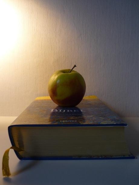 Bijbel en appel