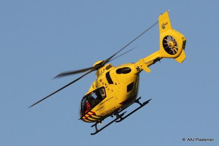 PH-ULP (40) - De PH-ULP weer opweg naar zijn /haar thuisbasis nadat er een trauma arts was opgehaald uit het Flevoziekenhuis - foto door bigwolff65 op 23-04-2020 - deze foto bevat: vliegen, helikopter, almere, ziekenhuis, trauma, traumahelikopter