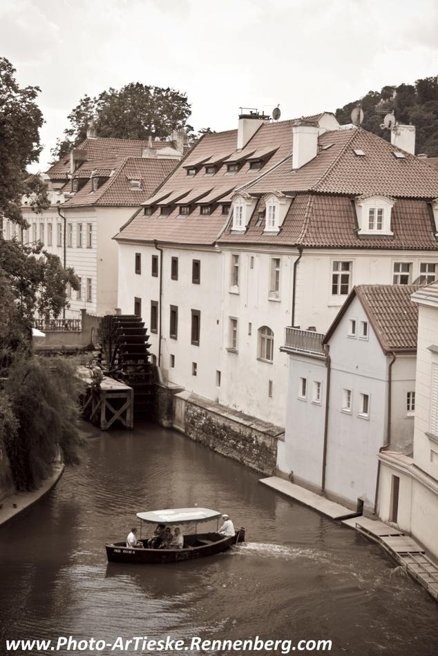 Bootje varen in Praag - Praag, ontzettend mooie stad met verstopte juweeltjes.. - foto door patricia.rennenberg op 15-07-2014 - deze foto bevat: bootje, gracht, praag