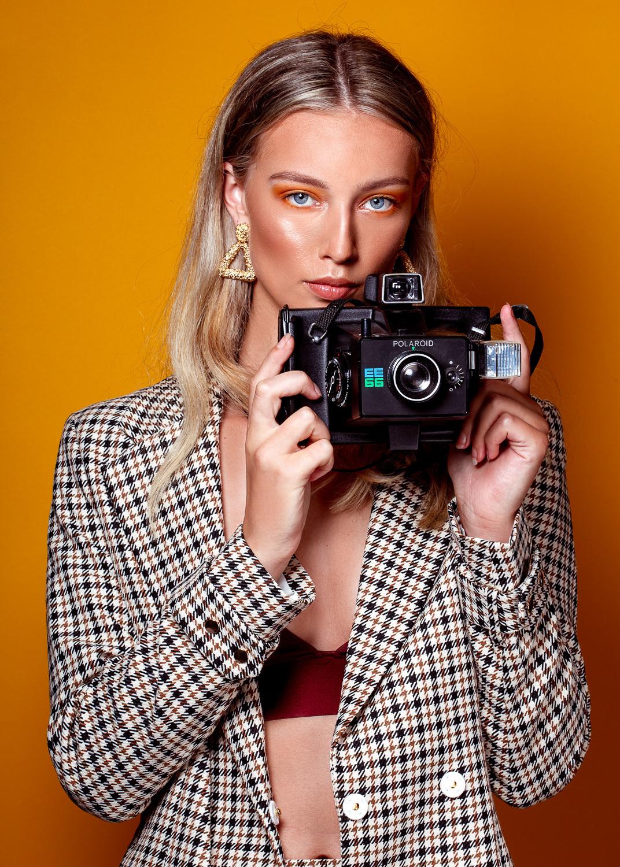 Wietske@Inbetweenmodels - Wietske@Inbetweenmodels MUAH: Celine Haring visagie Styling & foto Stephanie Verhart - foto door stephanieverhart op 31-08-2019 - deze foto bevat: vrouw, licht, portret, schaduw, model, flits, ogen, fashion, beauty, emotie, studio, blond, photoshop, mode, fotoshoot, visagie, flitser, 50mm
