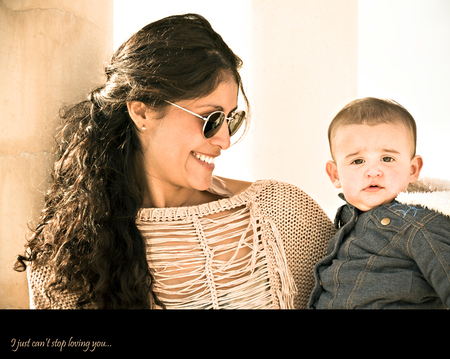 I just can't stop loving you... - Mamma Katherine en dochter Taylor, mamma is een hele mooie Colombiaanse en dochter Taylor heeft een Engelse pappa. Katherine is een vriendin van mij - foto door FerraJoy op 19-02-2012 - deze foto bevat: ferrajoy