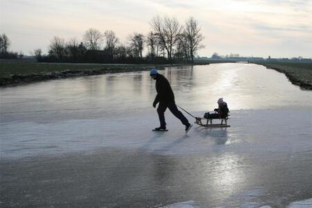 Nog een rondje - - - foto door jelle13 op 12-01-2009 - deze foto bevat: winter, ijs, samen, koud, schaatsen, gezellig, -, sleeen