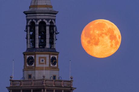 Volle maan in Kampen