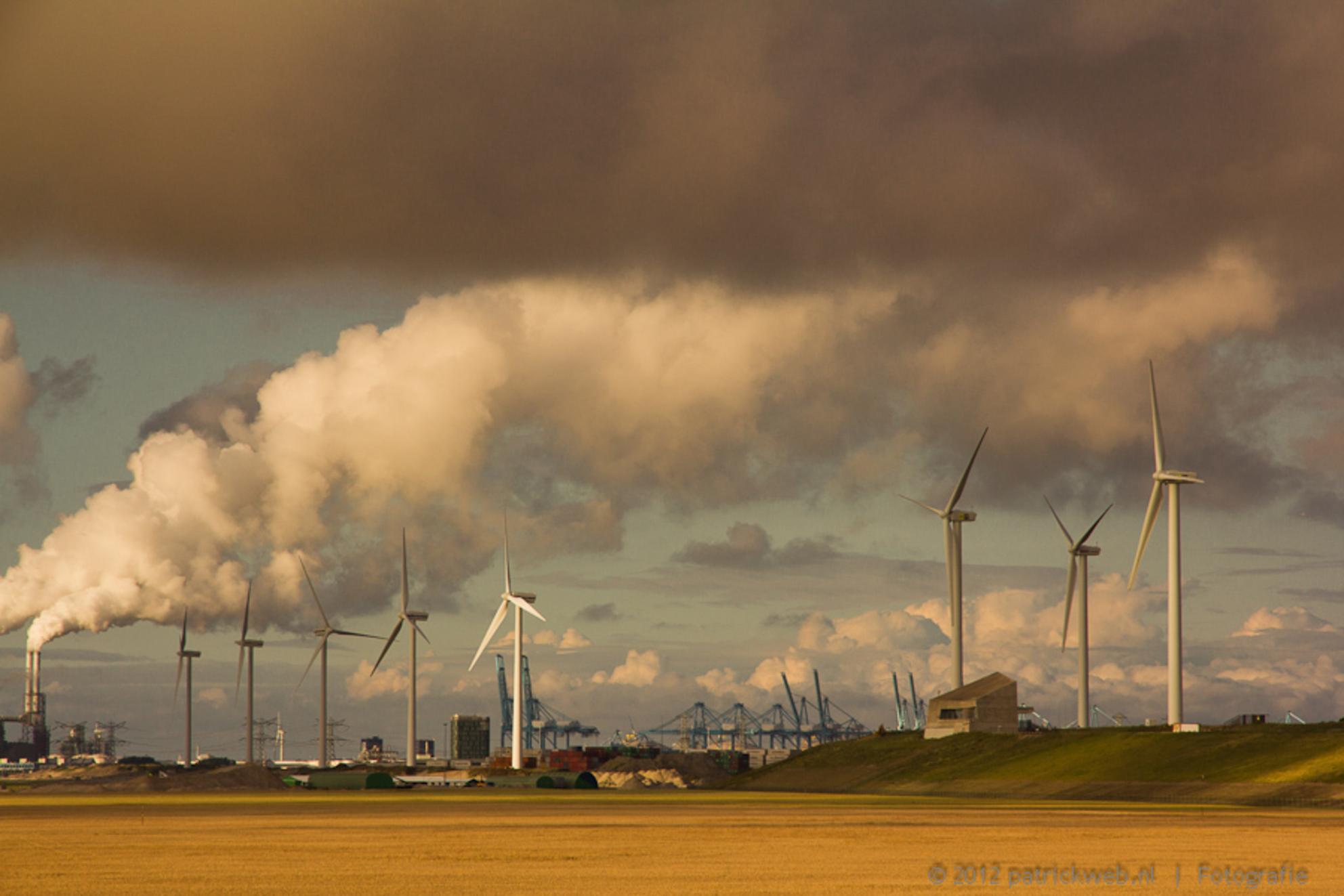 Maasvlakte 2 - Industrie kan ook mooi zijn - foto door patricks5600 op 12-08-2012 - deze foto bevat: maasvlakte - Deze foto mag gebruikt worden in een Zoom.nl publicatie