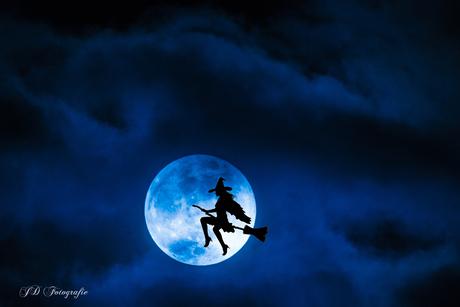 Blauwe maan en heks