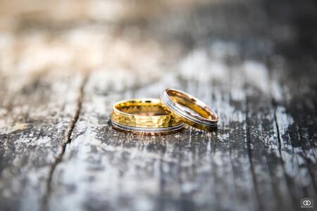 Trouwringen - - - foto door robinlooy op 30-12-2020 - deze foto bevat: macro, product, trouwen, ring, bruiloft, ringen, trouwringen, close-up, trouwfotografie, scherpte diepte, trouwfotograaf