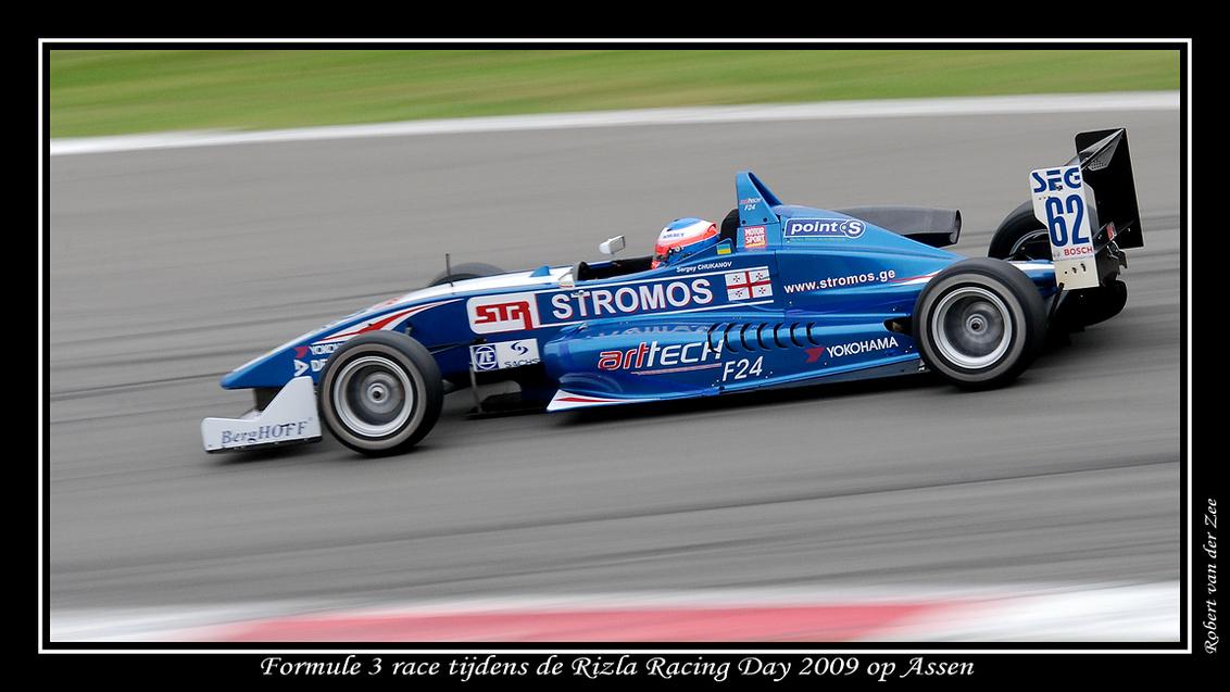 Full Speed - Deze Formule 3 auto raast door de Geert Timmerbocht op het circuitpark Assen tijdens de Rizla Racing Day op 8 augustus 2009. - foto door Robert1975 op 12-08-2009 - deze foto bevat: assen, Formule 3