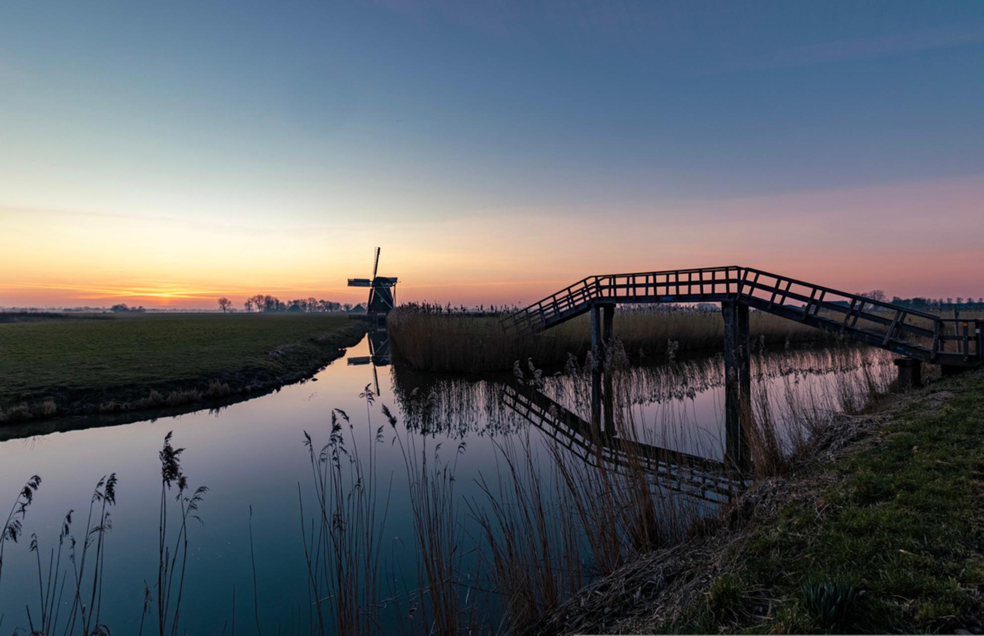 De Zilvermeeuw te Groningen - Geweldige zonsondergang in het mooie hoge groningen! - foto door WilbertHeijkoop op 28-02-2021 - deze foto bevat: wolken, zee, lente, zonsondergang, zomer, molen, nederland - Deze foto mag gebruikt worden in een Zoom.nl publicatie