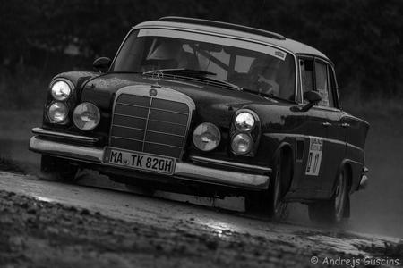 MB - Mercedes 300 SE - 1963 - Gr. 2  Thomas Kubler (D) Max Hunzinger (D)  Eifel Rallye Festival 2016 - foto door GAfotografie op 27-08-2016 - deze foto bevat: race, sport, auto, canon, actie, motor, benz, snelheid, rally, autosport, eos, sluitertijd, wedstrijd, mercedes, motorsport, mercedesbenz, rallylegend
