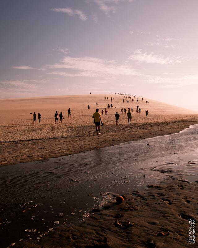 Sunset dune at Jericoacoara, Brasil - Genomen in Brazilië - foto door Aimed op 17-01-2012 - deze foto bevat: sunset, beach, people, dune, sand, brasil, silhouettes, Jercicoacoara