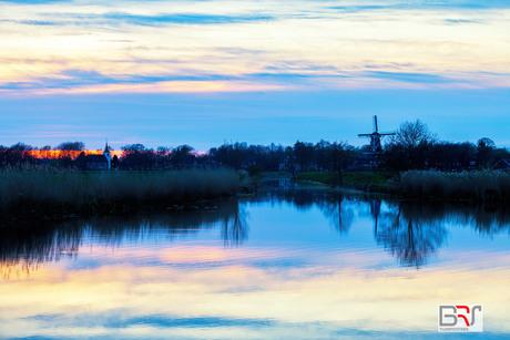 molen-en-kerk-roderwolde-tijdens-zonsondergang