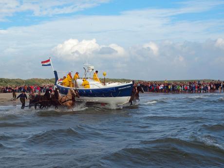Demonstratie reddingsboot op Ameland