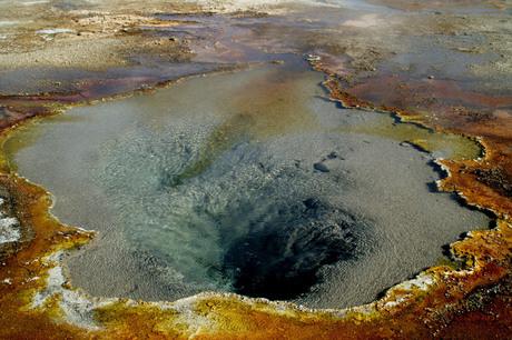 Yellowstone geiser-2