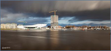 Amsterdam tussen de buien. - Kijkje naar Noord. - foto door dutchal op 04-02-2015 - deze foto bevat: lucht, amsterdam, water, lijnen, architectuur, eye, lange sluitertijd, shelltoren.