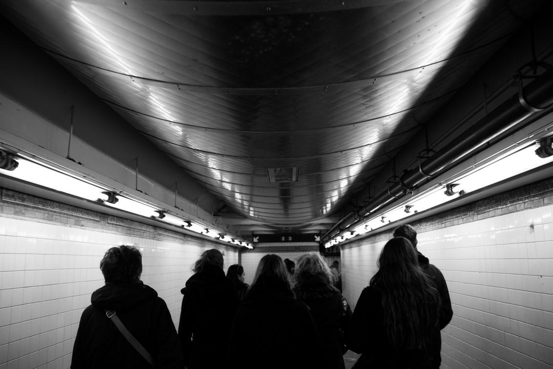 Underground - In de gangen van de metro in Manhattan - foto door lk123456789 op 08-02-2015 - deze foto bevat: spiegeling, metro, subway, manhattan, underground, New York, zwart wit